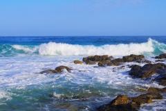 Wellenbrecher im Westen Korsikas